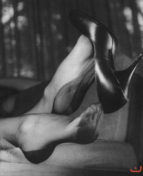 В чулках ноги ноцелует